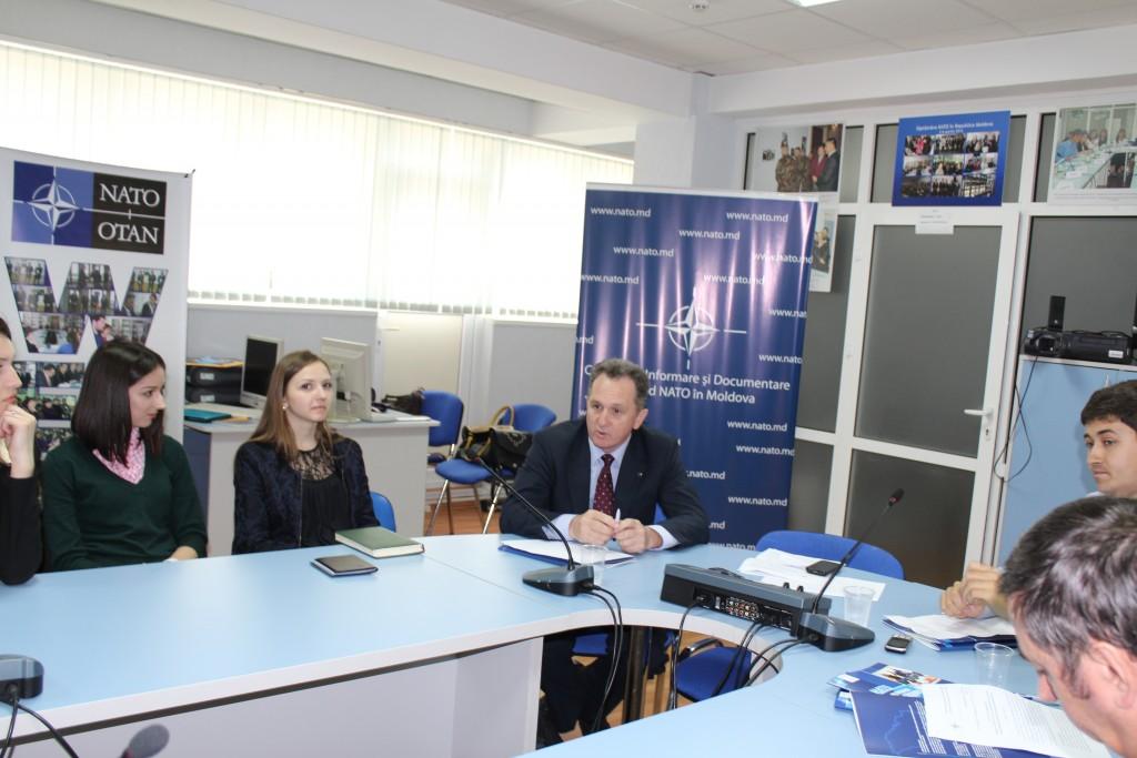 """Lecţia publică la tema """"Coeziunea NATO: criza din Ucraina şi consecinţele acesteia pentru viitorul politicii Alianţei"""""""