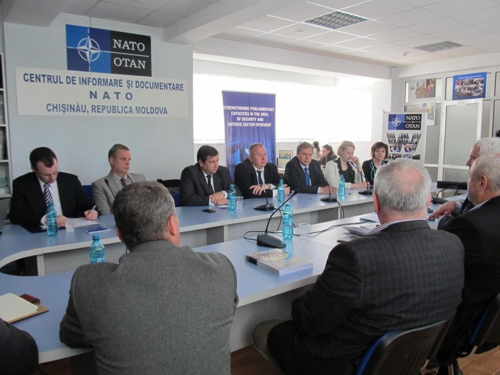 Reprezentanţii Estoniei şi Republicii Moldova discută despre rolul societăţii civile în monitorizarea sectorului de securitate şi apărare