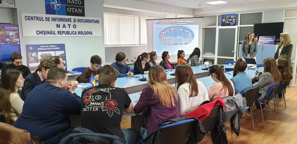 Oficiului de Legătură NATO în discuții cu studenții de la FRIȘPA
